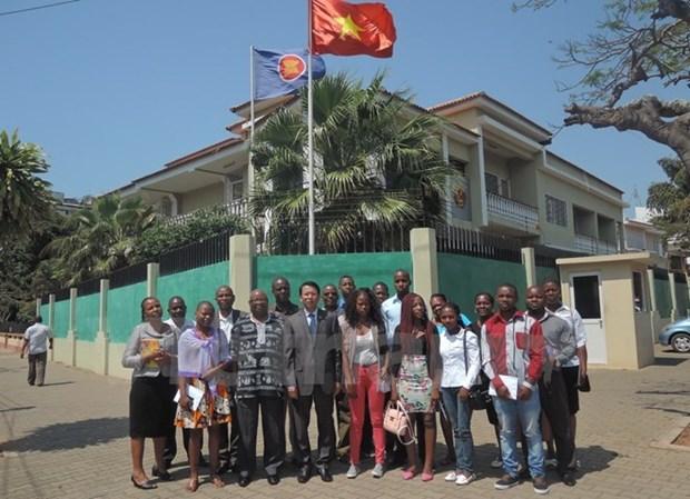 Le Vietnam accueille davantage d'etudiants mozambicains hinh anh 1