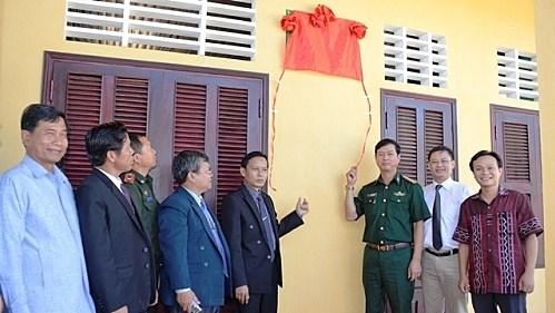 Inauguration d'une ecole primaire au Laos financee par le Vietnam hinh anh 1