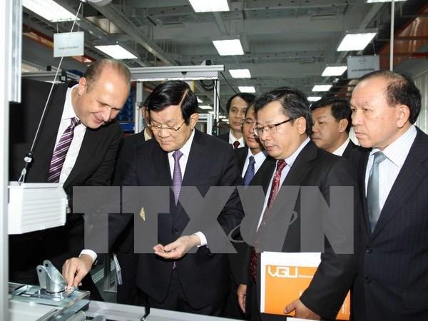 Le chef de l'Etat visite l'Universite Vietnam-Allemagne a Binh Duong hinh anh 1