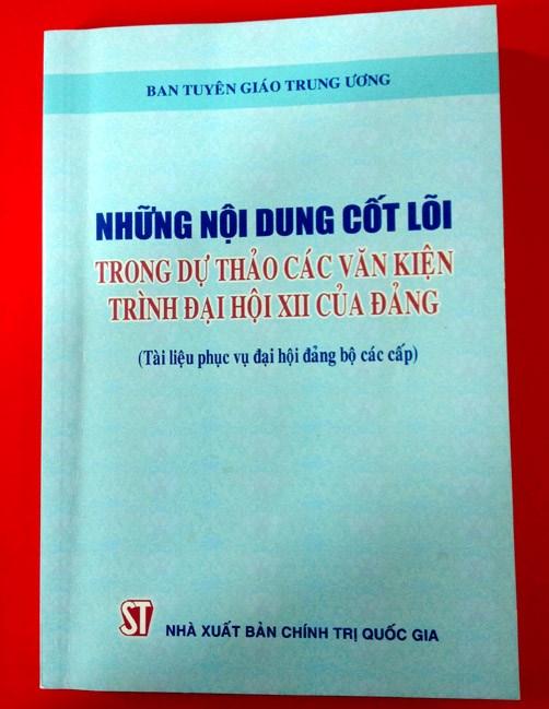 Presentation du livre sur les projets de documents a soumettre au 12e Congres national du Parti hinh anh 1