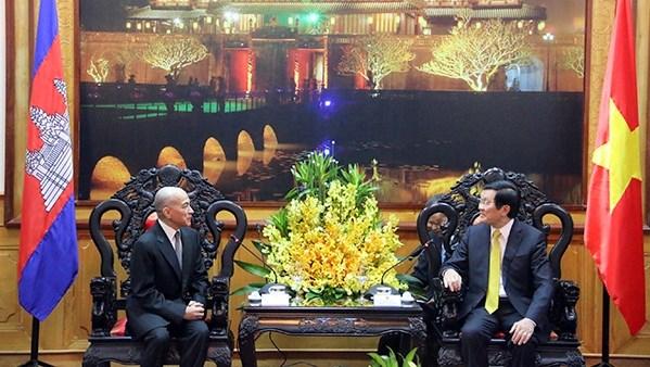 Le chef de l'Etat vietnamien recoit le Roi du Cambodge hinh anh 1