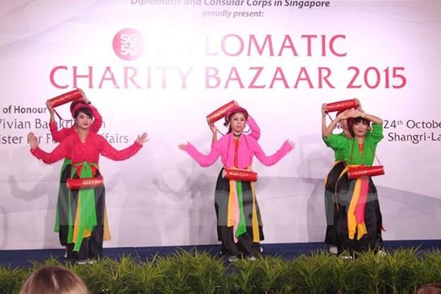 La diplomatie vietnamienne fait de l'humanitaire a Singapour hinh anh 1