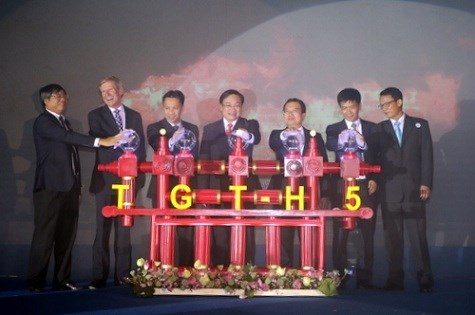 Exploitation de la nouvelle plate-forme du gisement petrolier Te Giac Trang hinh anh 1