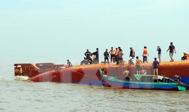 HCM-Ville : un bateau de peche chavire, 13 secourus, quatre disparus hinh anh 1