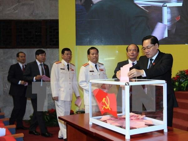 Congres du PCV pour Hanoi : un comite permanent et 4 secretaires adjoints elus hinh anh 1