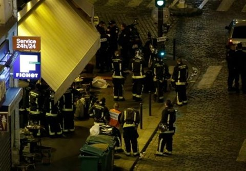 Le Vietnam condamne vivement les attentats a Paris hinh anh 1