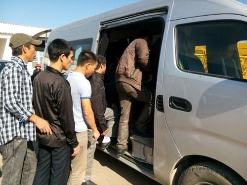 Les 13 premiers des 49 travailleurs vietnamiens en Algerie bientot de retour hinh anh 1