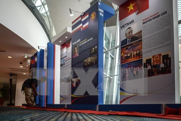 Plus de 1.800 journalistes couvrent le 27e Sommet de l'ASEAN et ses conferences connexes hinh anh 1