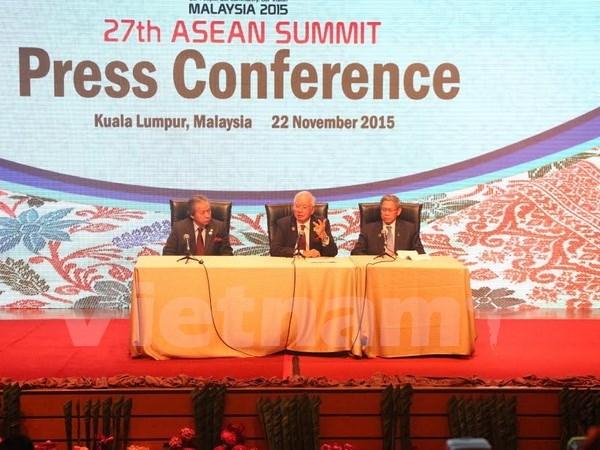 Le 27e Sommet de l'ASEAN se cloture avec succes hinh anh 1