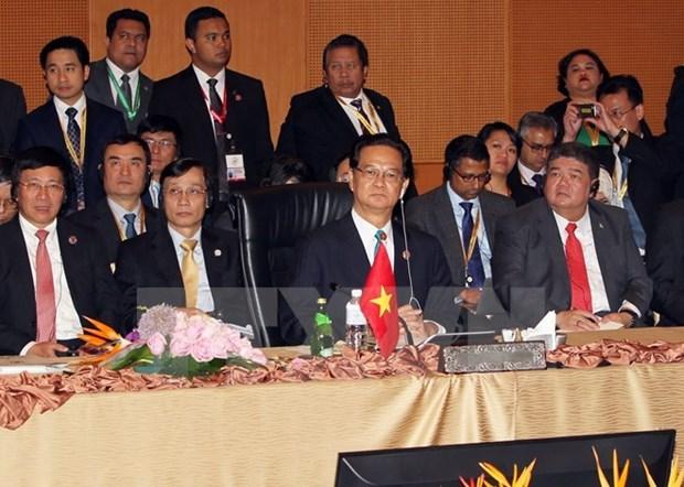 Le Vietnam contribue aux succes du 27e Sommet de l'ASEAN et de ses conferences connexes hinh anh 1
