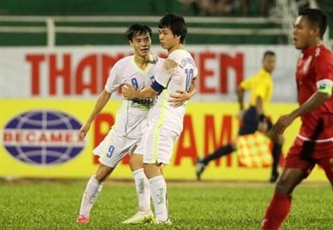 Football : Les U21 Vietnamiens en demi-finale de la Coupe Clear Men hinh anh 1