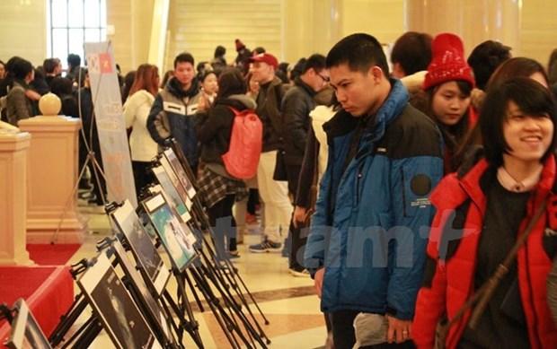 Expo photo sur les constructions illegales de la Chine en Mer Orientale hinh anh 1