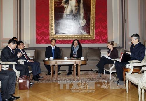 Le PM Nguyen Tan Dung rencontre des dirigeants belges hinh anh 1