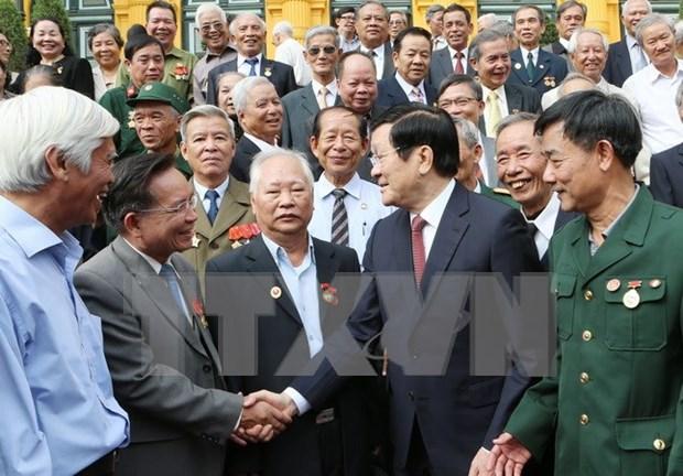 Rencontre entre le president et d'anciens revolutionnaires prisonniers hinh anh 1