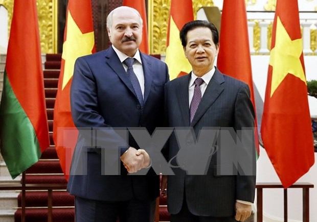 Des dirigeants vietnamiens recoivent le president bielorusse Alexandre Loukachenko hinh anh 2