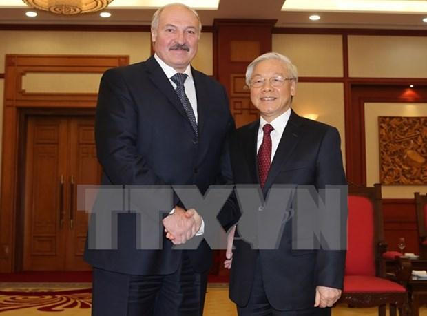 Des dirigeants vietnamiens recoivent le president bielorusse Alexandre Loukachenko hinh anh 1