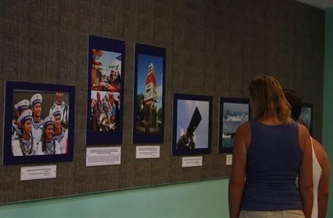 Ouverture de l'exposition «Mers et iles du Vietnam : beaute et paix» hinh anh 1
