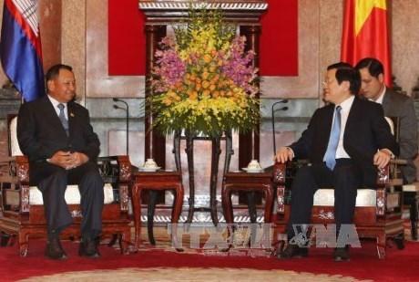 Le president du Senat cambodgien recu par des dirigeants vietnamiens hinh anh 2