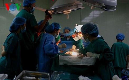 Conference scientifique sur l'endoscopie a Hue hinh anh 2