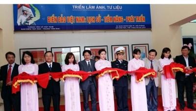 La mer et les iles du Vietnam a l'affiche dans la ville portuaire hinh anh 1