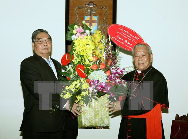 Noel : un dirigeant du Parti rend visite aux catholiques et protestants hinh anh 1