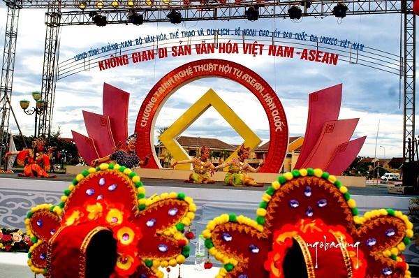 Le Vietnam conjugue les efforts pour edifier une culture aseanienne unie dans la diversite hinh anh 3