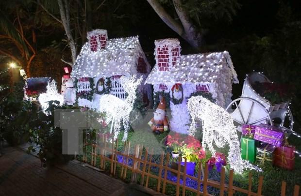 Hanoi et HCM-Ville celebrent Noel dans la liesse hinh anh 2
