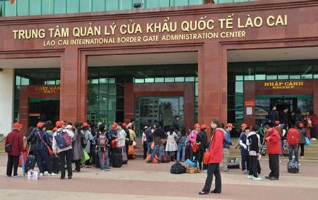 A Mong Cai, 21 voyagistes chinois misent sur le tourisme frontalier hinh anh 1
