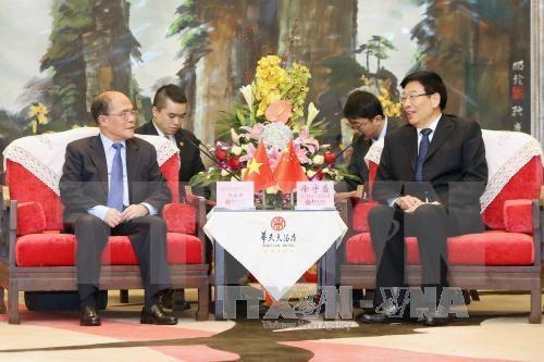 Nguyen Sinh Hung: le Vietnam favorise les entreprises chinoises hinh anh 1