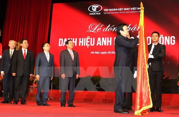 Le chef de l'Etat decore le groupe du textile et de l'habillement du Vietnam hinh anh 1