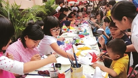 Creation des estampes populaires du Tet avec les enfants hinh anh 1