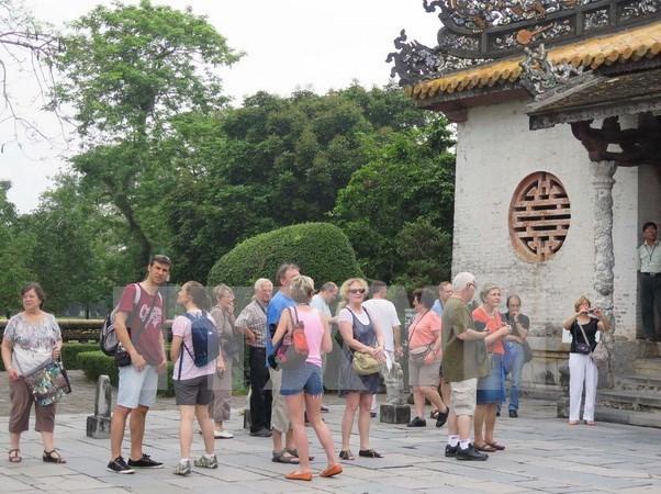 De nombreux touristes affluent a Hue a l'occasion du Nouvel An 2016 hinh anh 1