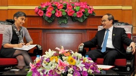 Nguyen Thien Nhan recoit le nouvel ambassadeur suisse au Vietnam hinh anh 1