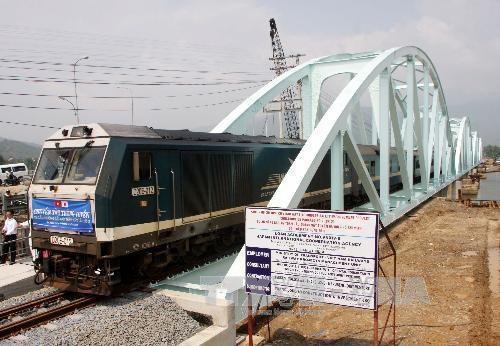 Prochaine inauguration de 44 ponts ferroviaires sur la ligne Hanoi-HCM-Ville hinh anh 1