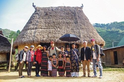 Aur, ce village montagnard ou les visiteurs sont rois hinh anh 1