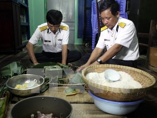 Tet traditionnel : visite aux soldats de la plate-forme DK1 hinh anh 1