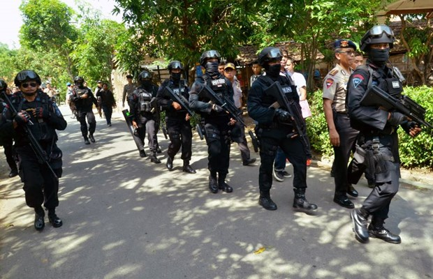 Douze arrestations, les assaillants identifies suite aux attentats de Jakarta hinh anh 1