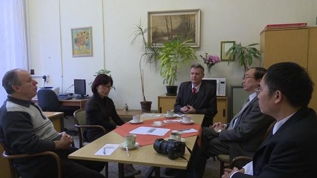 Des experts et parlementaires tcheques font l'eloge du Renouveau du Vietnam hinh anh 1