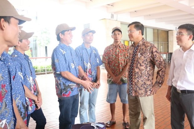 L'Indonesie revoie dix pecheurs vietnamiens dans leur pays hinh anh 1