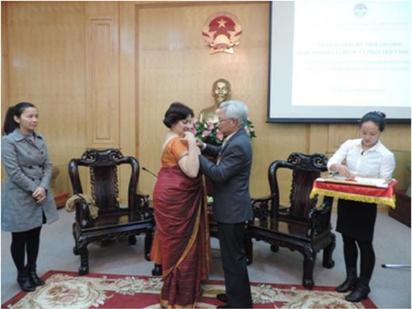 Distinction a l'ambassadrice d'Inde au Vietnam hinh anh 1