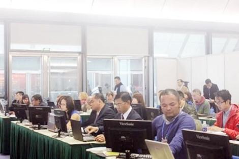 De nombreux correspondants etrangers couvrent le 12e Congres national du PCV hinh anh 1