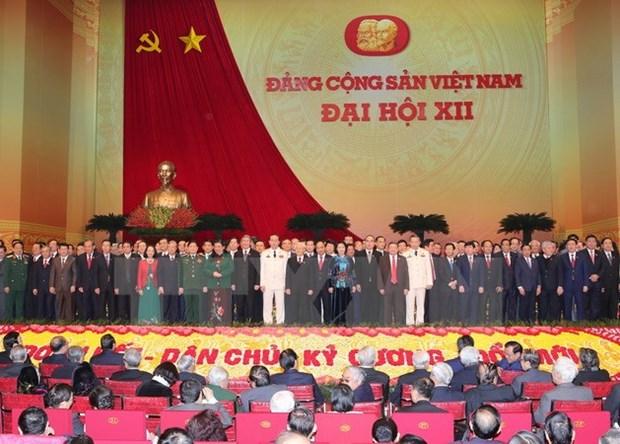 Des amis laotiens se rejouissent du succes du Congres national du PCV hinh anh 1