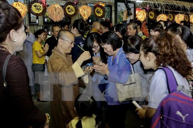 HCM-Ville: fete culturelle et bouddiste