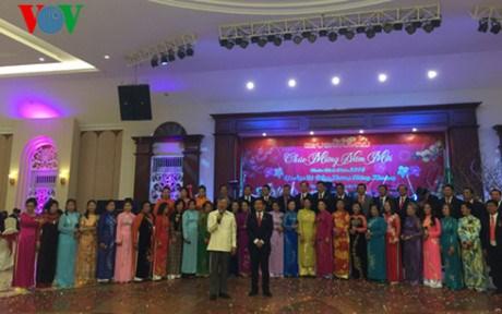 Rencontre des Viet kieu de Xieng Khouang au debut du printemps de l'Annee du Singe hinh anh 1