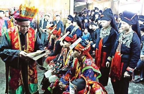 Les fetes traditionnelles du debut du printemps attirent de nombreux visiteurs hinh anh 2