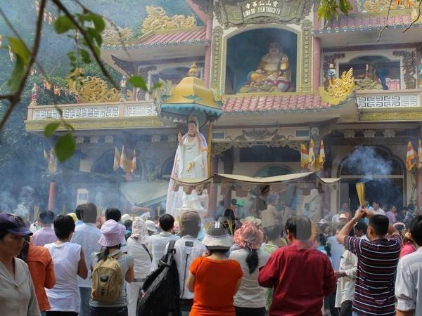 Tay Ninh: le site de Ba Den accueille son millionieme touriste de l'annee hinh anh 1