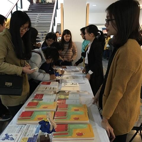 Echanges entre poetes francophones et vietnamiens a Hanoi hinh anh 2