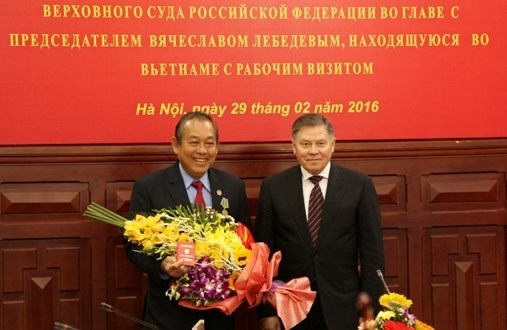 Vietnam et Russie renforcent la cooperation entre leurs Cours supremes hinh anh 1