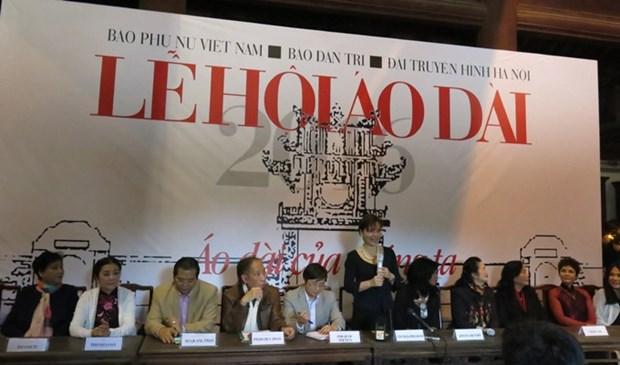 Des ambassadrices et des epouses d'ambassadeurs a la Fete de l'ao dai a Hanoi hinh anh 1