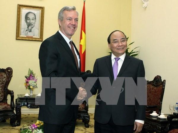 Le vice-PM Nguyen Xuan Phuc recoit des ambassadeurs hinh anh 1